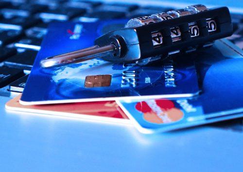 クレジットカードなど貴重品にかける鍵(セキュリティ)