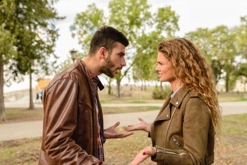 英語を話している男女のイメージ