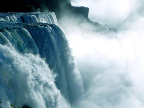 ナイアガラの滝のアップ