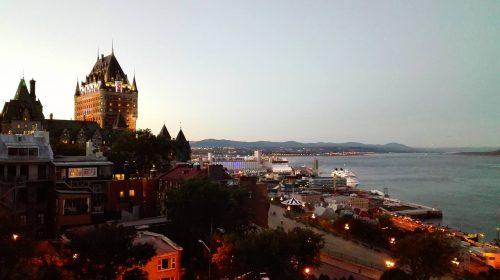 ケベックシティの街の様子・海と街