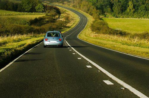 海外旅行中の運転イメージ画像