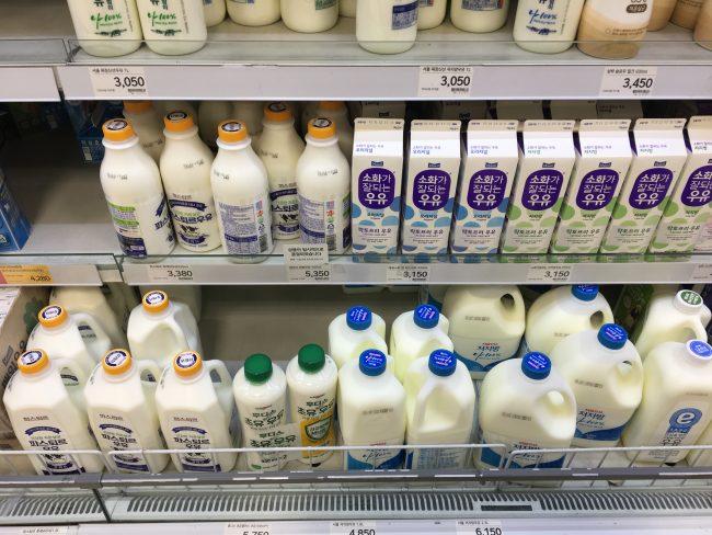 韓国のスーパー・牛乳など乳製品の陳列棚